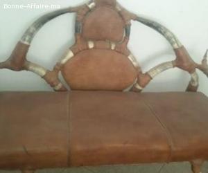 fauteuil en cuir et cornes de gamouss