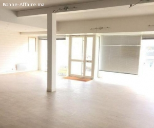 local commercial 140 m² en location