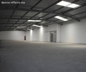 Local industriel et de stockage de 830 m2