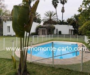 Très belle villa avec piscine et chauffage central à Souissi